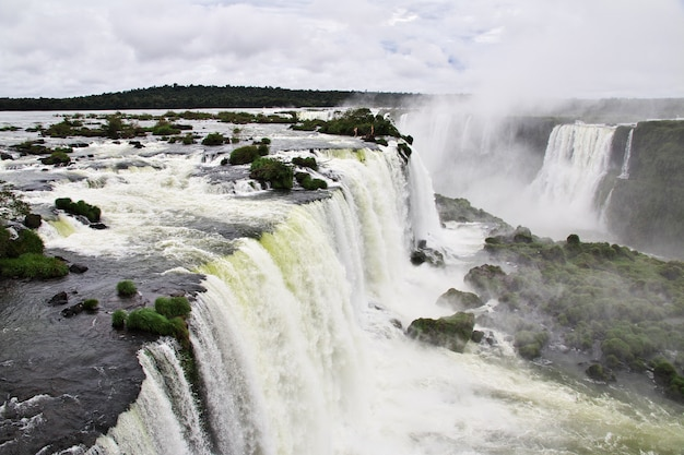 Iguazu zakochuje się w argentynie i brazylii