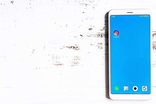 Ikona aplikacji instagram na ekranie smartfona