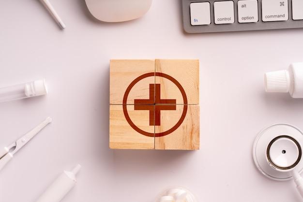 Ikona medycznych na puzzli dla globalnej opieki zdrowotnej