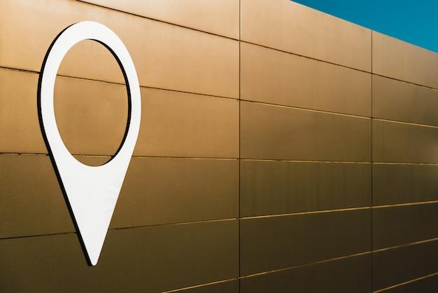 Ikona prawdziwa pusta mapa pin na pustej ścianie, miejsce.