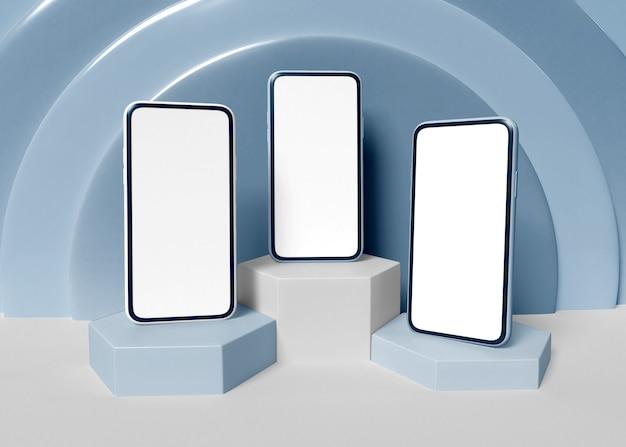 Ilustracja 3d. trzy smartfony z białymi ekranami.