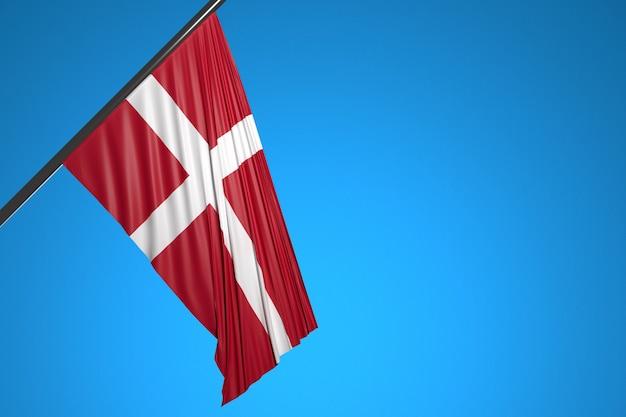 Ilustracja flagi narodowej danii na maszt metalowy fruwające na tle błękitnego nieba
