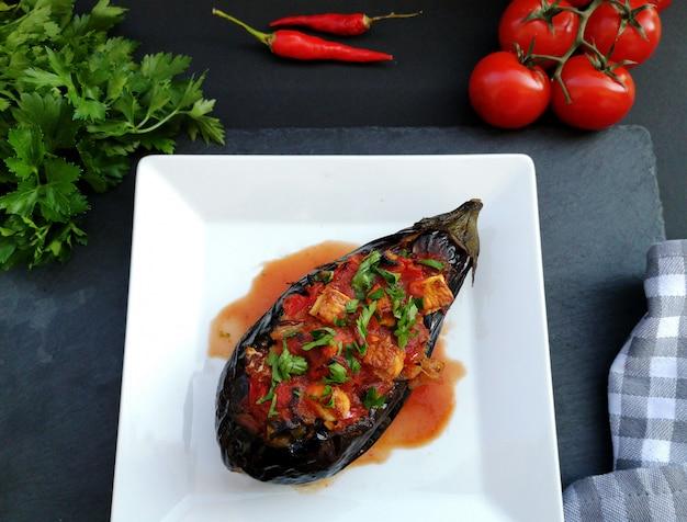 Imam bayildi, tradycyjne tureckie jedzenie