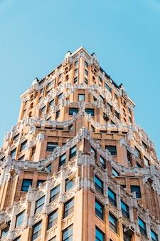 Imponujący budynek w nowym jorku