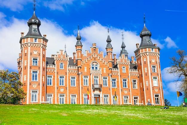 Imponujący zamek viron, belgia