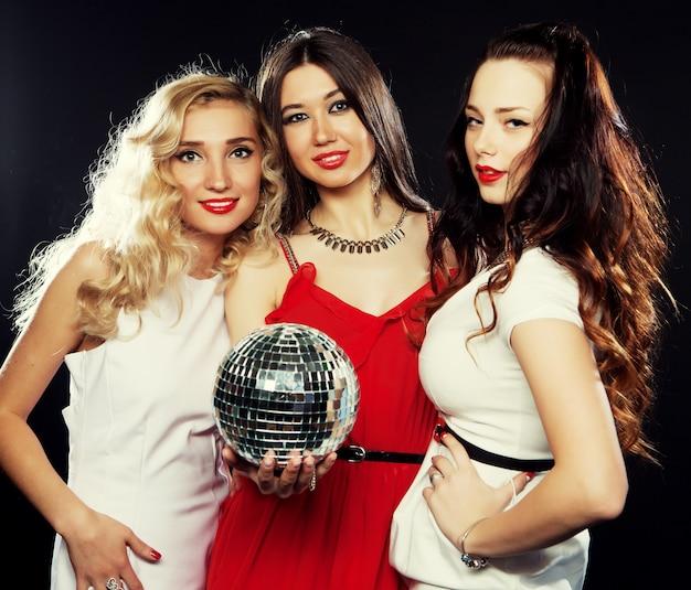 Imprezowe dziewczyny z disco ball