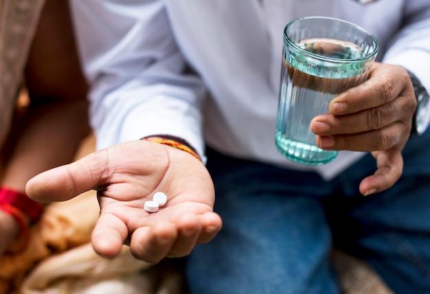 Indianie przyjmujący leki