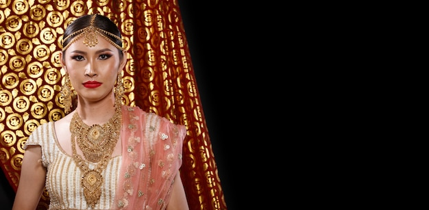 Indie tradycyjny strój ślubna suknia panny młodej na piękny portret kobiety