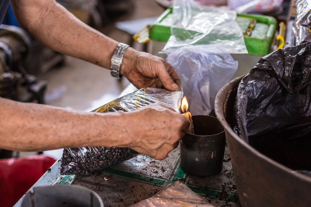 Indonezyjska czarna kawa w sprzedaży