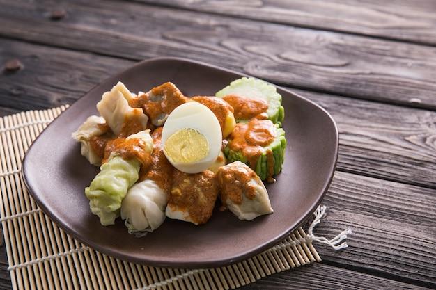 Indonezyjskie tradycyjne danie kulinarne