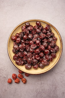 Indyjska jujube, jagoda lub ber gotowane w syropie jaggery o słodko-kwaśnym smaku zwane labdo, typowa sezonowa przekąska na poboczu drogi