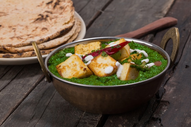 Indyjska kuchnia pendżabska palak paneer