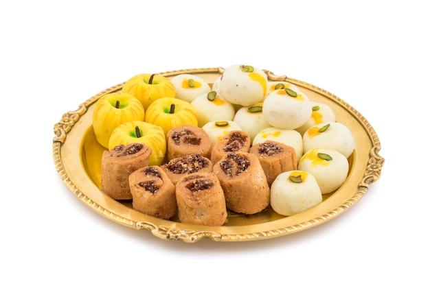 Indyjski pikantny bhakarwadi z jabłczanym kształtem lub białym pedą