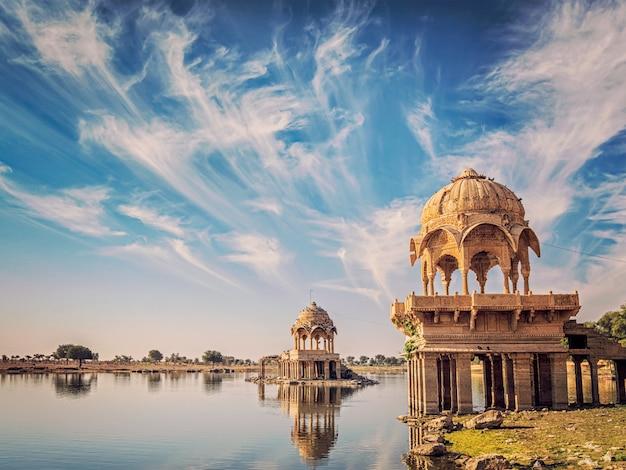 Indyjski punkt orientacyjny gadi sagar w radżastanie