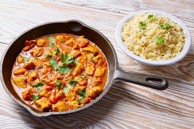 Indyjski ryż basmati z curry z kurczakiem