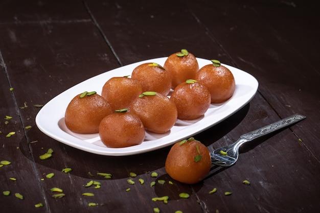 Indyjski tradycyjny deser gulab jamun
