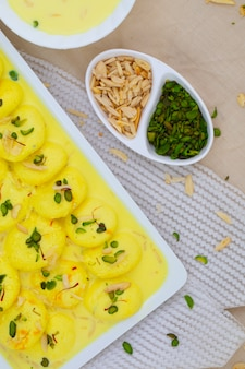 Indyjski tradycyjny deser specjalny ras malai