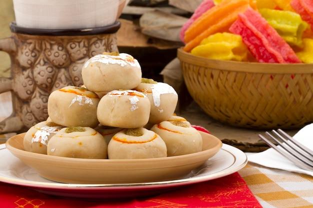 Indyjski tradycyjny słodki pokarm peda