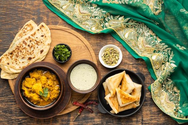 Indyjskie jedzenie z sari