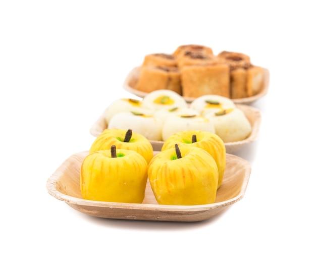 Indyjskie pikantne i słodkie jedzenie