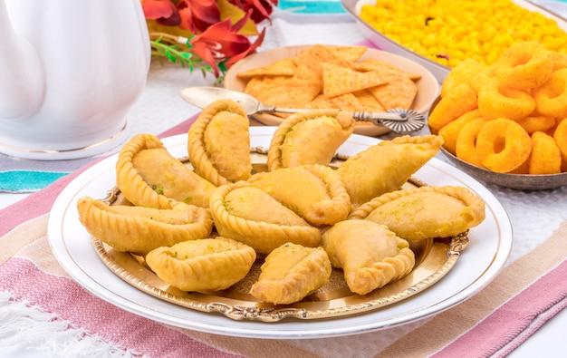 Indyjskie słodkie jedzenie gujiya