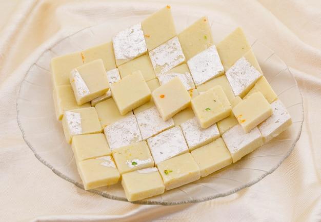 Indyjskie specjalne słodkie jedzenie kaju katli