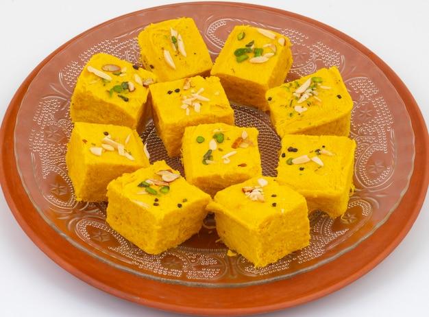 Indyjskie specjalne tradycyjne słodkie jedzenie soan papdi