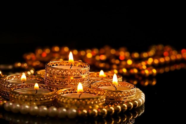 Indyjskie święto diwali, świeca