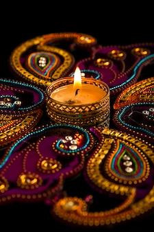Indyjskie święto diwali, świece w ciemności