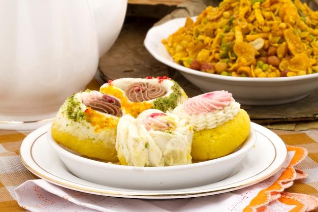 Indyjskie tradycyjne bengalskie słodkie jedzenie