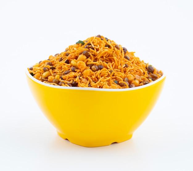 Indyjskie tradycyjne jedzenie namkeen