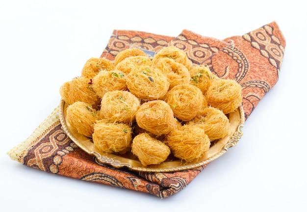 Indyjskie tradycyjne słodkie jedzenie desi ghee ki pheni