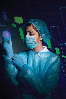 Infografiki biznesowe w hologramie wykonane przez lekarza