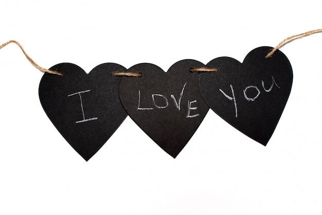 Inskrypcja kocham ciebie z abstrakcjonistycznym sercem na betonowej ścianie