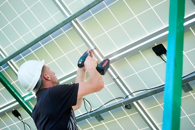Instalacja samodzielnego systemu paneli fotowoltaicznych