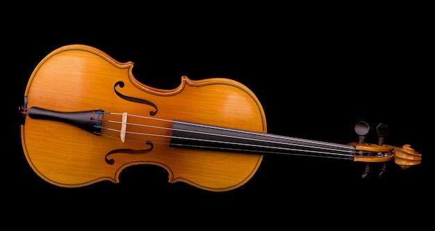 Instrument muzyczny skrzypce zbliżenie orkiestry na czarnym tle