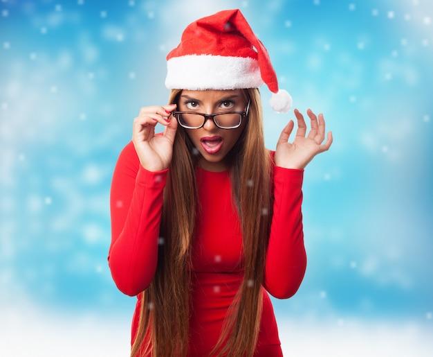 Inteligentna dziewczyna w okularach