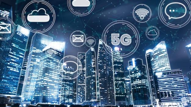Inteligentne miasto cyfrowe z abstrakcyjną grafiką globalizacji przedstawiającą sieć połączeń