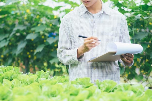 Inteligentne rolnictwo z wykorzystaniem nowoczesnych technologii w rolnictwie.