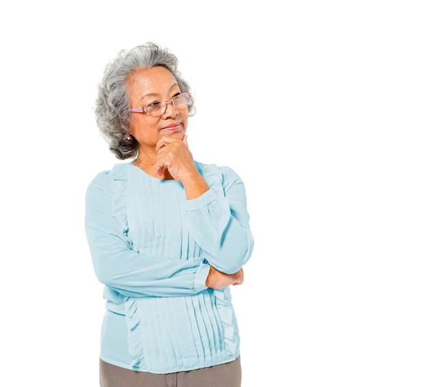 Inteligentne starsze azjatyckie kobiety myślenia