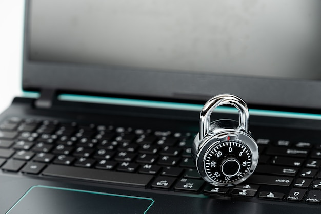 Inteligentni hakerzy niezabezpieczają codziennych laptopów