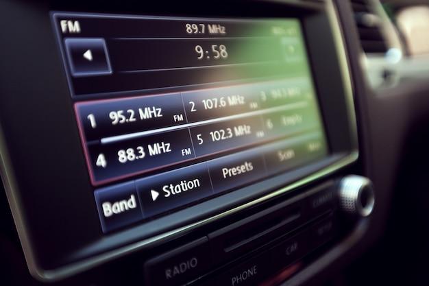 Inteligentny multimedialny system dotykowy do samochodów