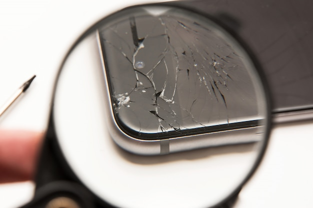 Inteligentny telefon i lupa