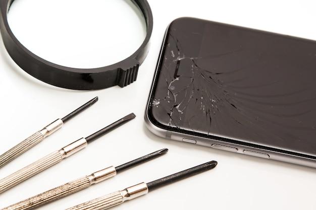 Inteligentny telefon i narzędzia do naprawy