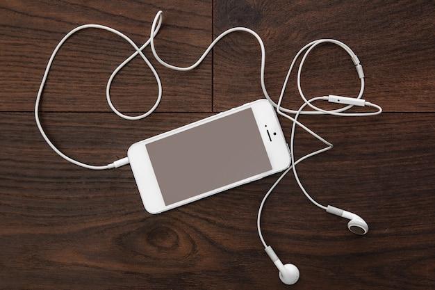 Inteligentny telefon i słuchawki