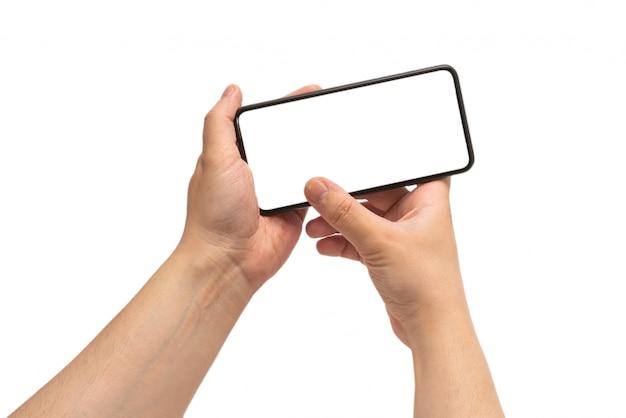 Inteligentny telefon w ręce człowieka na białym tle. biały ekran.