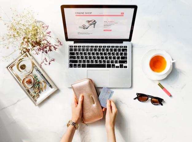 Internetowy portfel zakupów creditcard tea concept