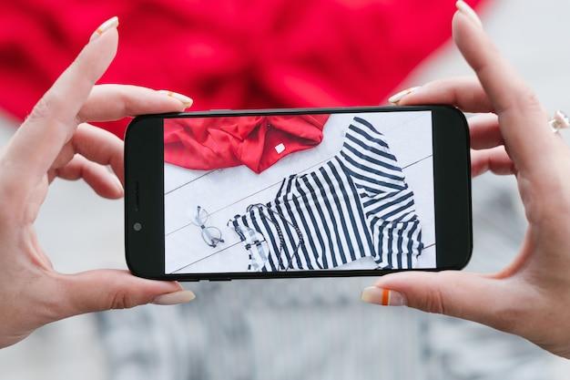 Internetowy sklep z odzieżą z fotografią mobilną