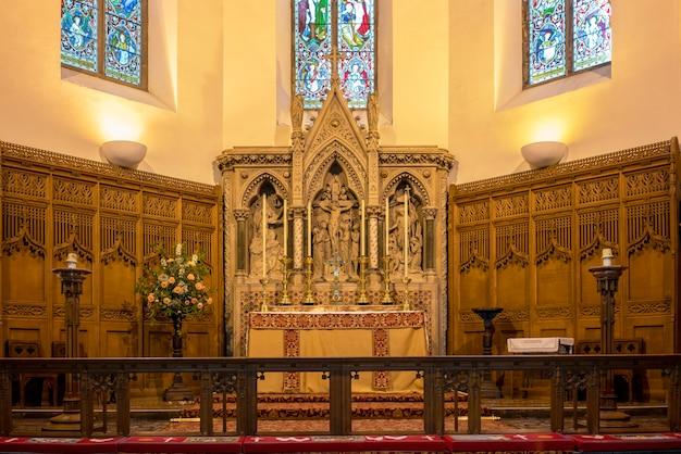 Inverness, szkocja - 22 maja 2019: projekt wnętrza katedry w inverness, znanej również jako kościół katedralny św. andrzeja, jest katedrą szkockiego kościoła episkopalnego