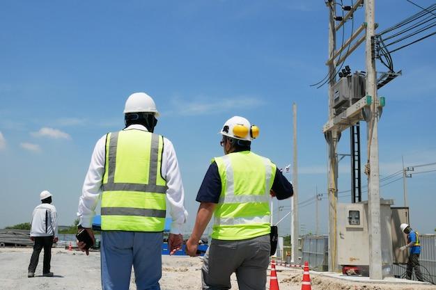 Inżynier budowy na budowie